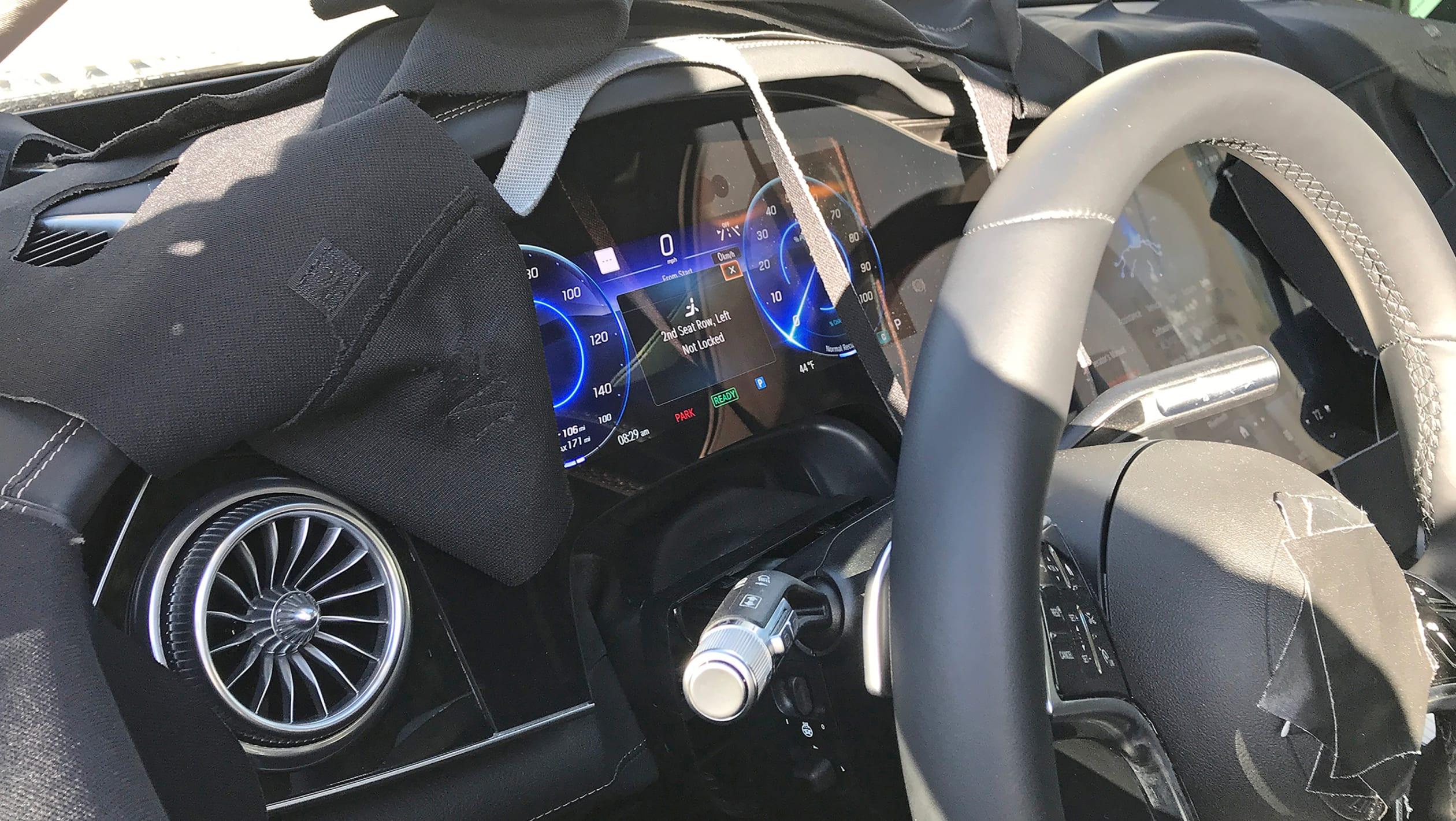 Mercedes EQS SUV 2