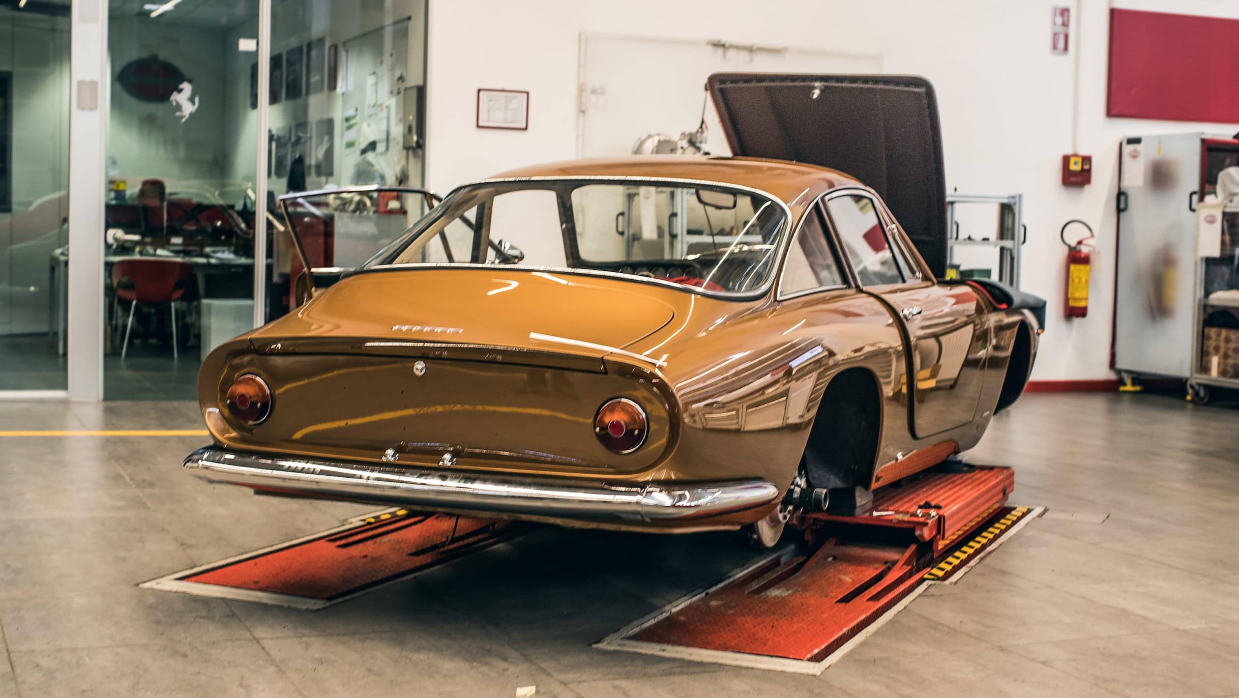Ferrari Classiche 16