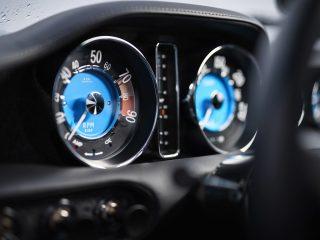 Volvo Cyan P1800 Restomod review 10