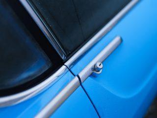 Volvo Cyan P1800 Restomod review 8