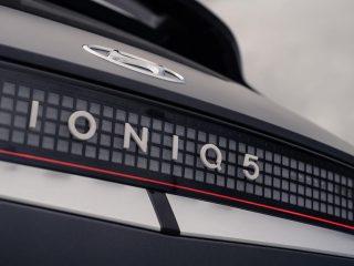 90 enyaq vs ioniq 5 2021 hyundai rear badge 0